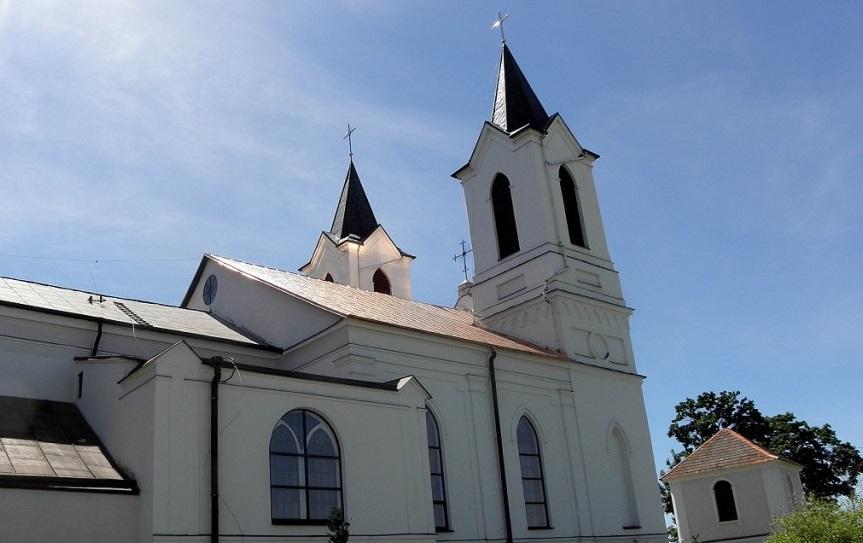 Blacha miedziana- pokrycie dachu kościoła blachą na rąbek podwójny stojący