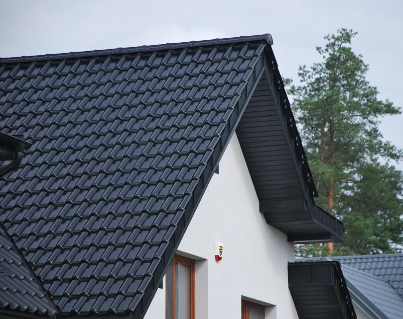 Dach domu jednorodzinnego wykonany z dachówki CREATON Titania.