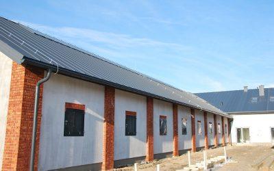 Wykonanie Pokrycia Dachowego Obiektów Stadniny Koni w Wojcieszynie! Nexmar – Dachy z Panelu Dachowego PD-510
