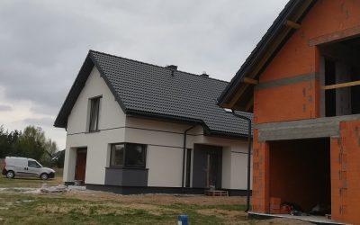 Nexmar Krycie Dachów – Dwa Domy w Osowiczach z Dachówką Braas – Kolejna Realizacja