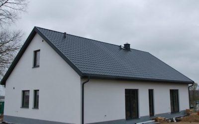 Blachodachówka Rubin 350/15 Marki Pruszyński – Realizacja Dachu Przez Nexmar na Zlecenie Firmy Hygge Hus